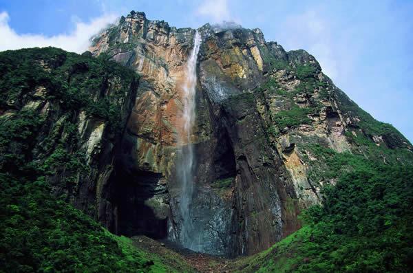 Находится самый высокий водопад в