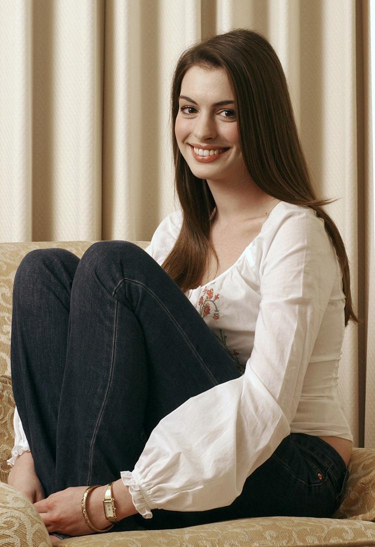 Anne Hathaway Haircut 36
