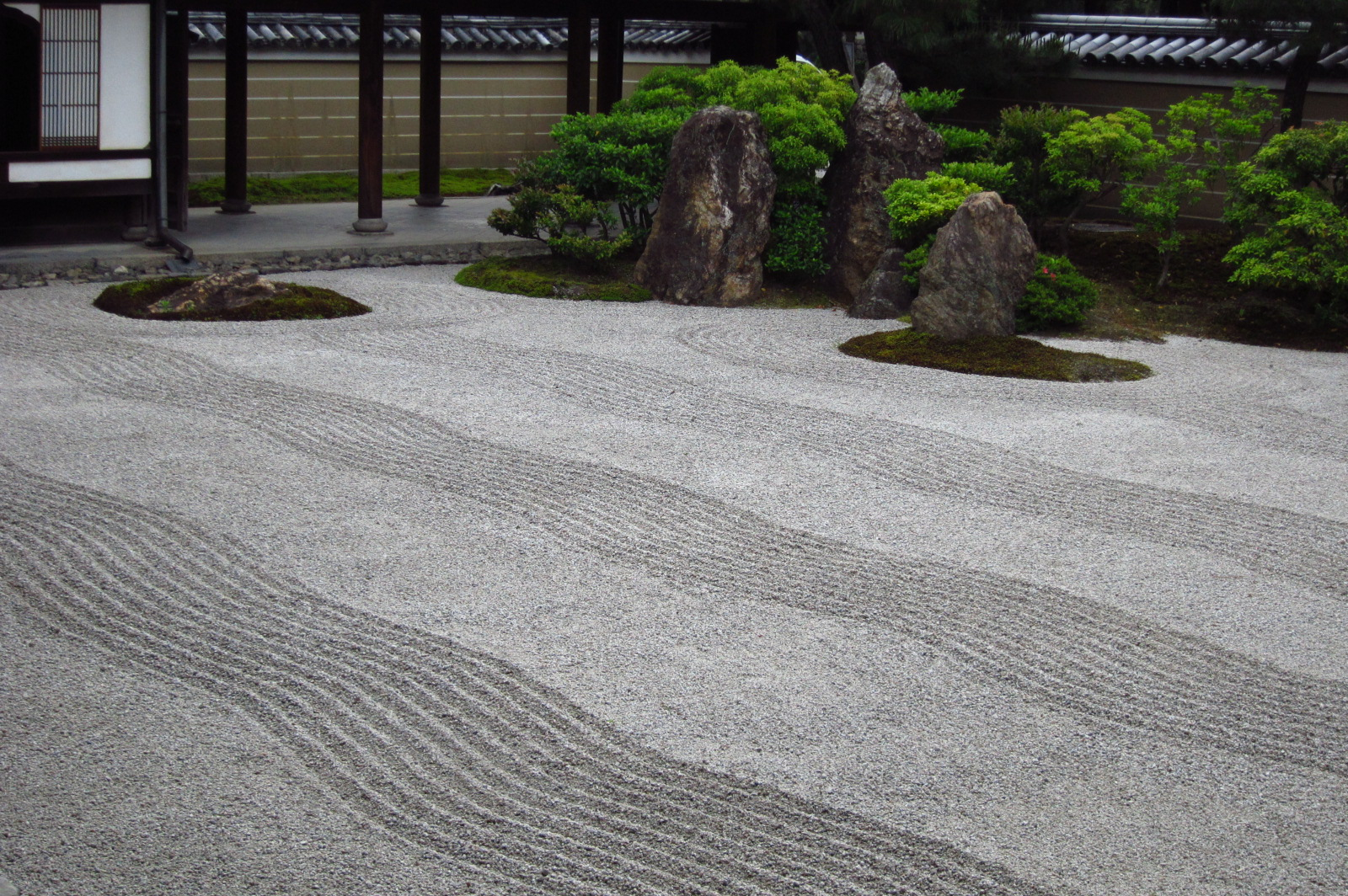 Round of the Seasons in Japan Zen Meditation Room and Dry Garden