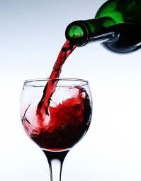 beneficios de tomar vino
