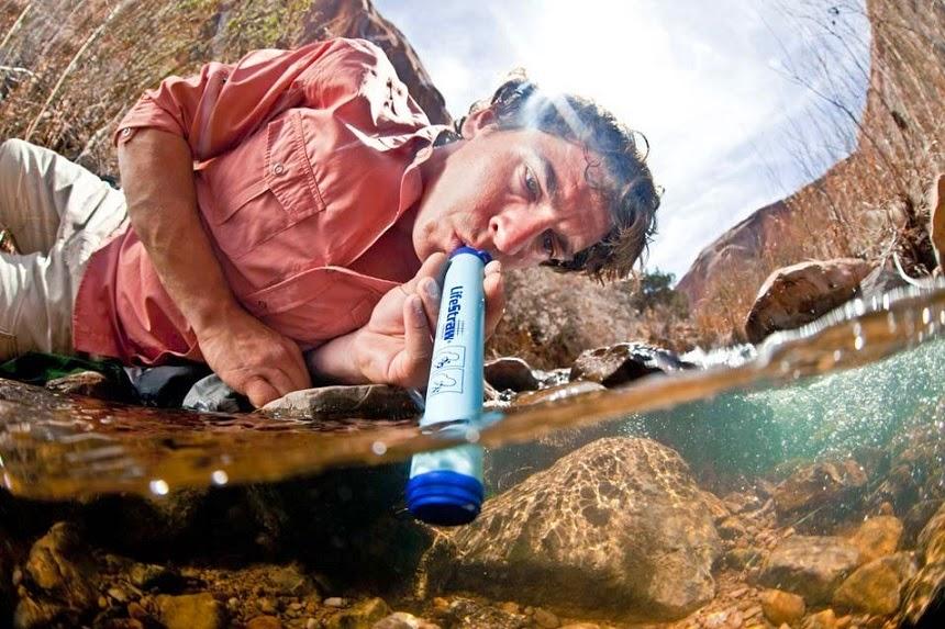 Minum Langsung Air Rawah Dengan Sedotan LifeStraw