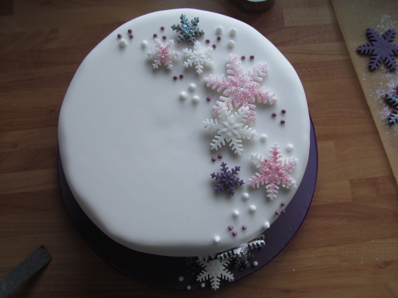 Christmas Cake Designs With Royal Icing : Good Food, Shared: Mich Turner s Snowflake Christmas Cake