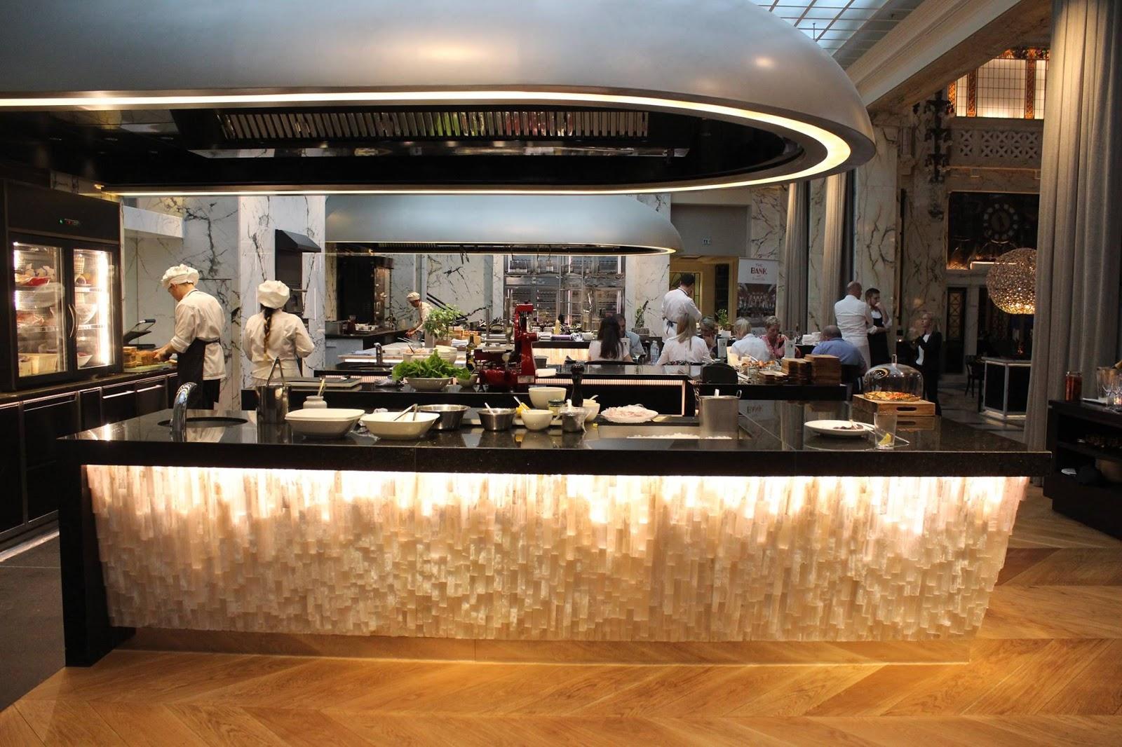 Döntő a bécsi Hyatt Hotelben/      Die Finale im Park Hyatt Vienna