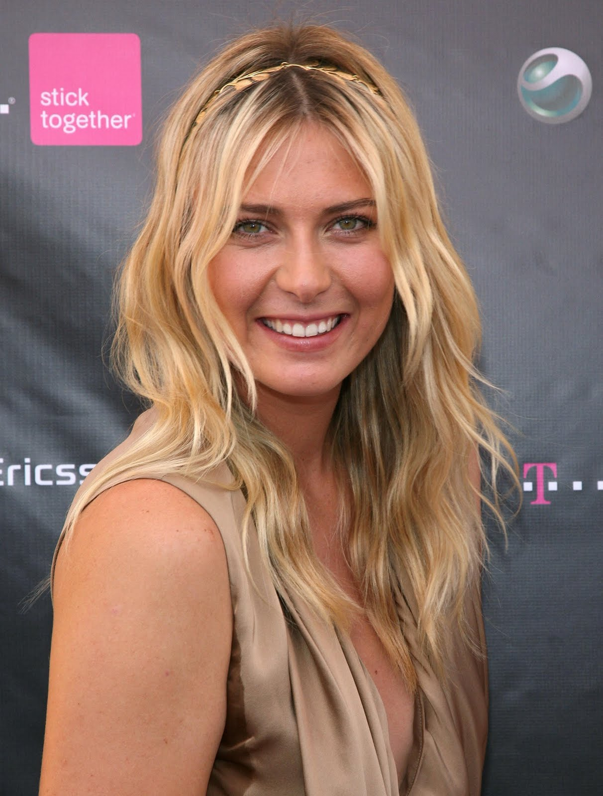 http://4.bp.blogspot.com/-NBTQCrjZ_1U/TgnhDnyieXI/AAAAAAAAG2I/V4Cd1o8U7-Y/s1600/78718_ie_-_Maria_Sharapova_at_the_T-Mobile_and_Sony_Ericsson_Maria_Sharapova_Look-a-like_contest_at_the_new_T-Mobile_store_in_Canoga_Park_-_Oct__31_2009_7327_122_72lo-704979.jpg