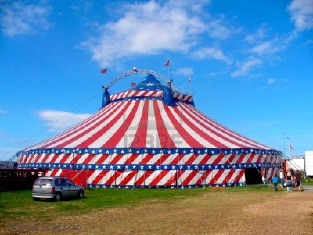 Una Loca Navidad de Telenovela (Parte 3) 3743229-una-carpa-de-circo-carpa-en-el-campo-decorado-con-estrellas-y-rayas