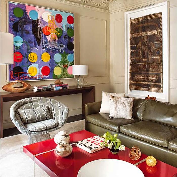 Wnętrze kolorowe z obrazem na ścianie w salonie