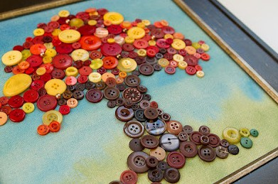 quadro com botões de roupa