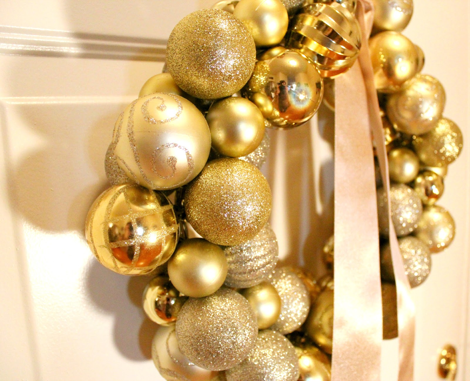 Bentleyblonde christmas ornament ball wreath tutorial solutioingenieria Images