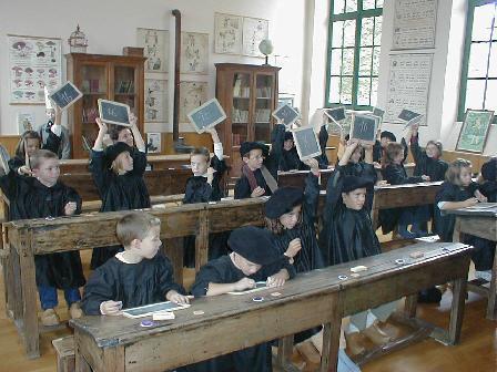 Filles de l'école nue