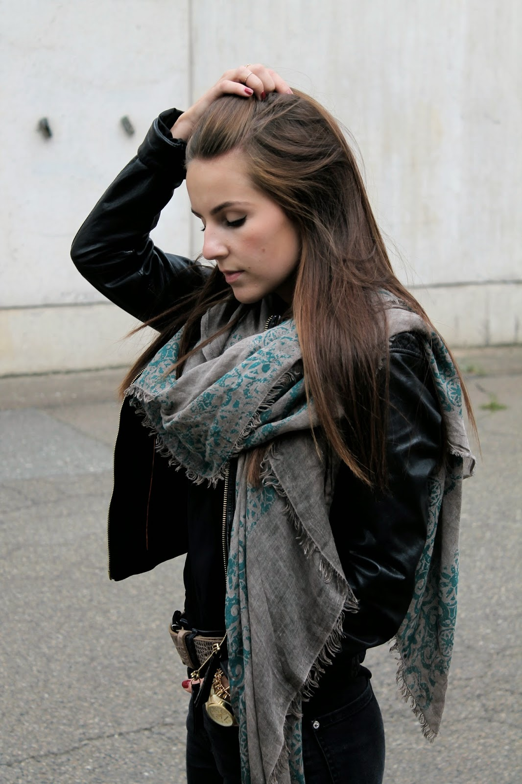 Itcoamb, Leather Jacket, Scarf