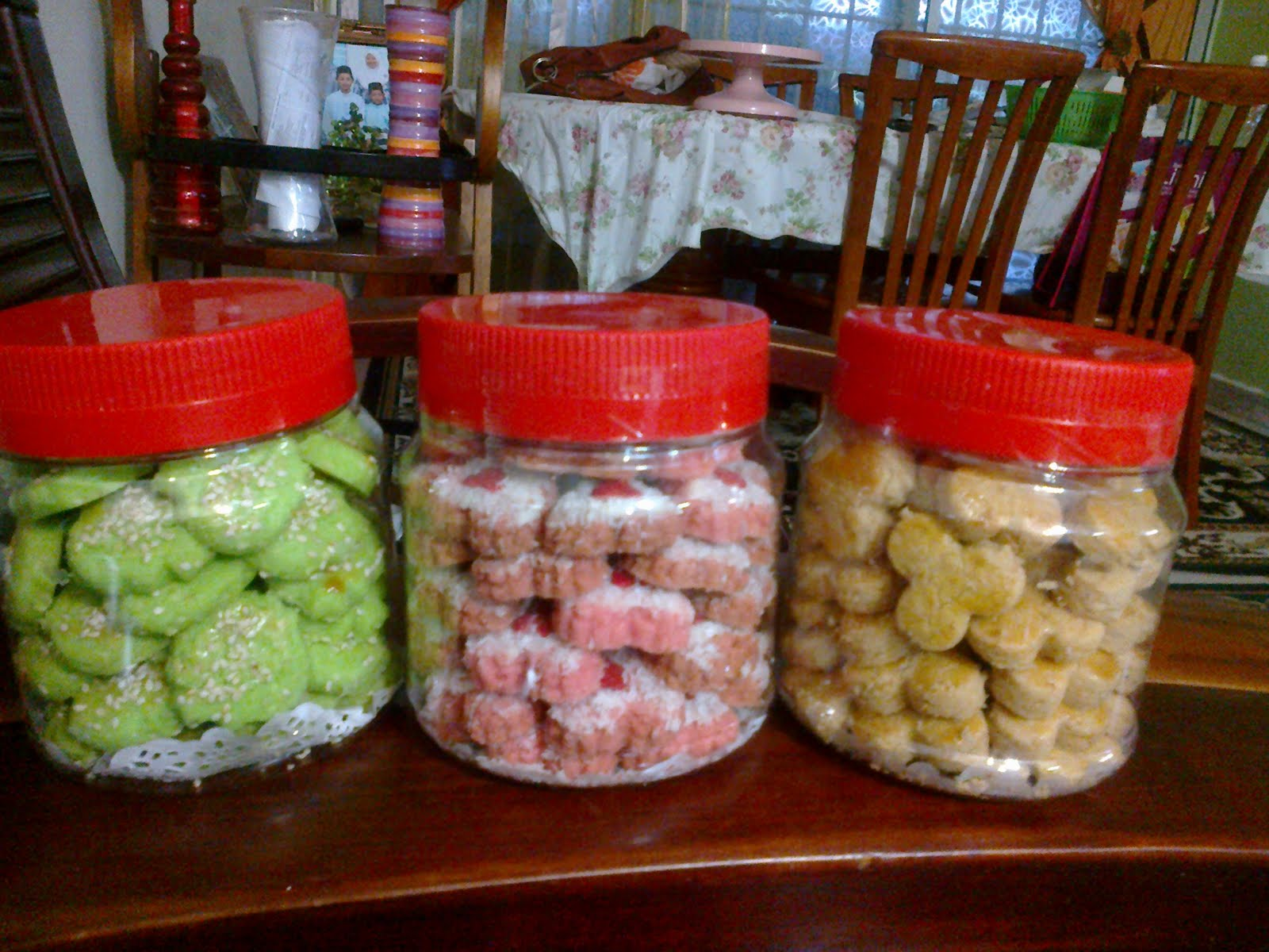 VARIETY OF COOKIES....      YUMMY=)