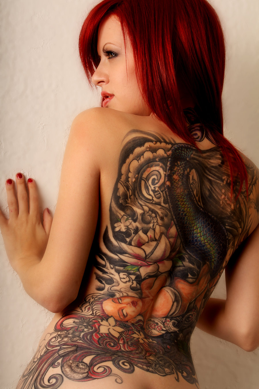 Chica sexy con tattoos movimientos sexys 1