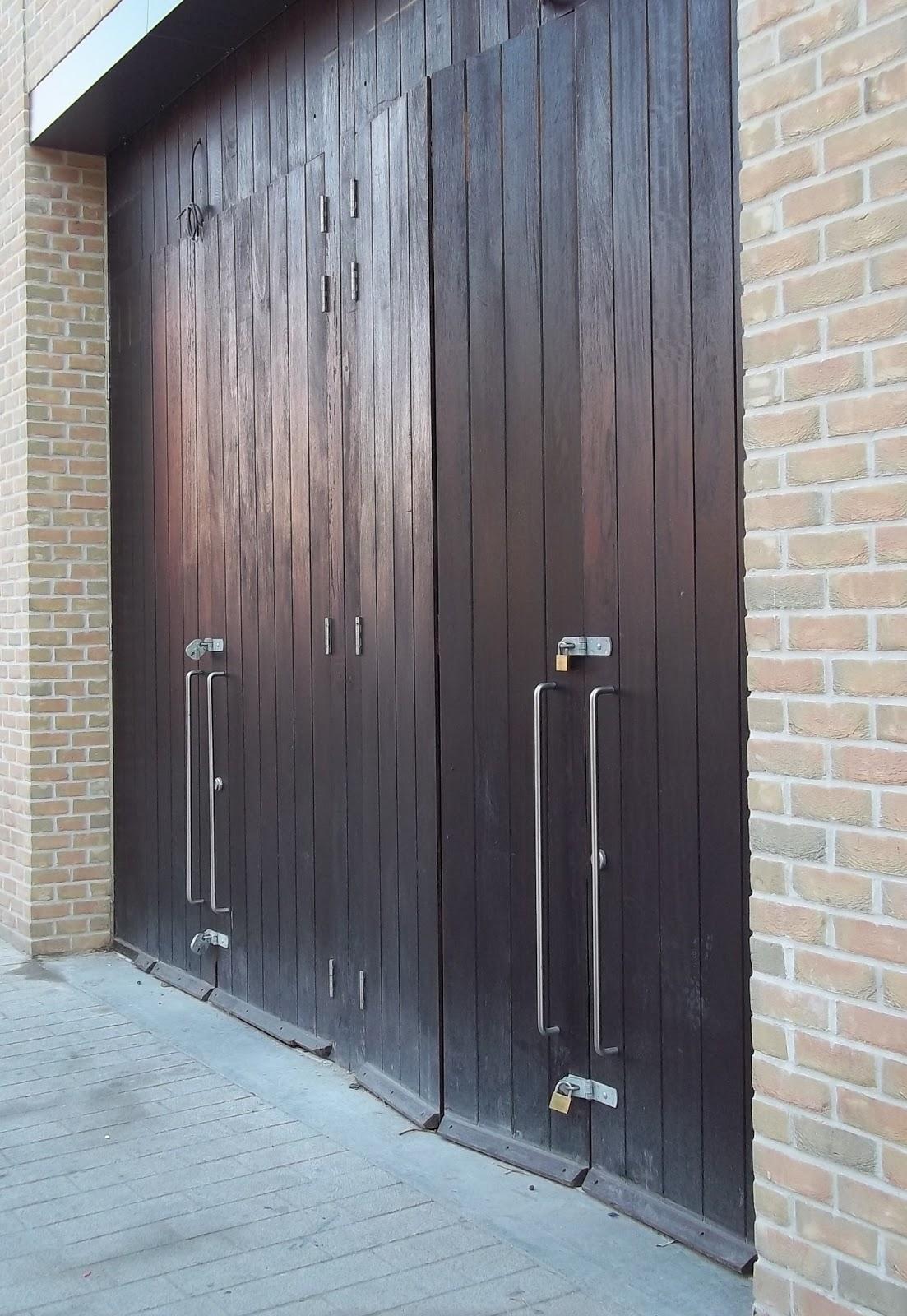 Wibbly wobbly doors
