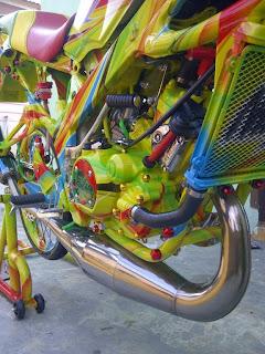 Modifikasi Kawasaki Ninja Tahun 2010 Street Racing Full Airbrush