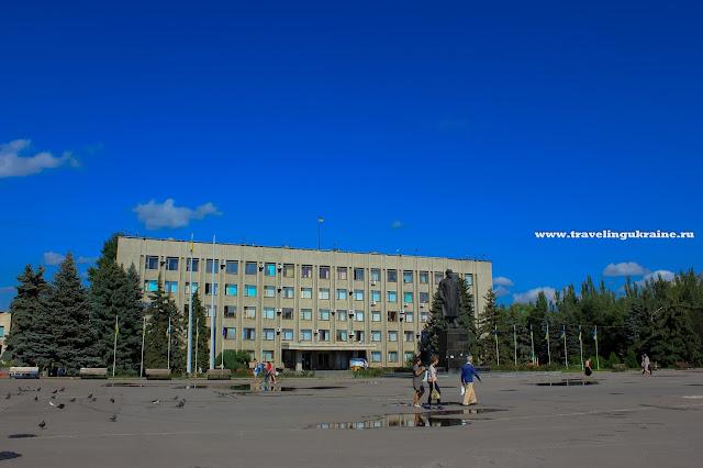 Славянск, июль 2014, площадь Октябрьской революции