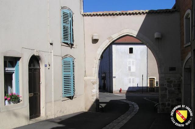 GONDREVILLE (54) - Village - Porte fortifiée