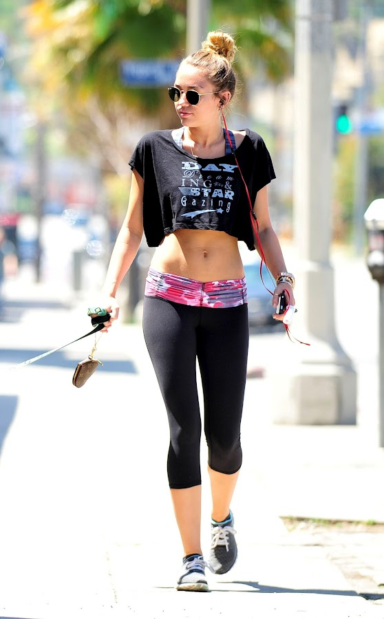 Miley Cyrus looks hot in tight black spandex , photo 2012