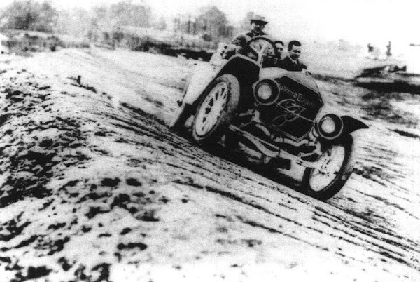 1st auto race at Indianapolis Motor Speedway on August 19, 1909