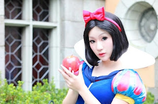 Disney Snow White Cosplay by Koyuki 1