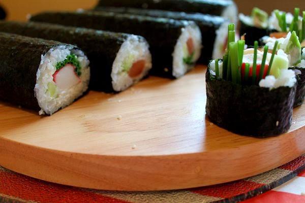sushi, własnoręcznie robione sushi alburnumbybiel, sushi krok po kroku alburnumbybiel.blogspot.com. domowe sushi, zawijanie maki,