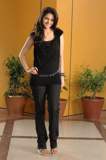 Vedhika in Black Dress Cute Picture Photo Shoot - N/W  Vedika-Hot-Photoshoot-Stills-CF-014
