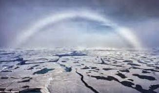 Wow : Penampakan Pelangi Putih Di Kutub Utara