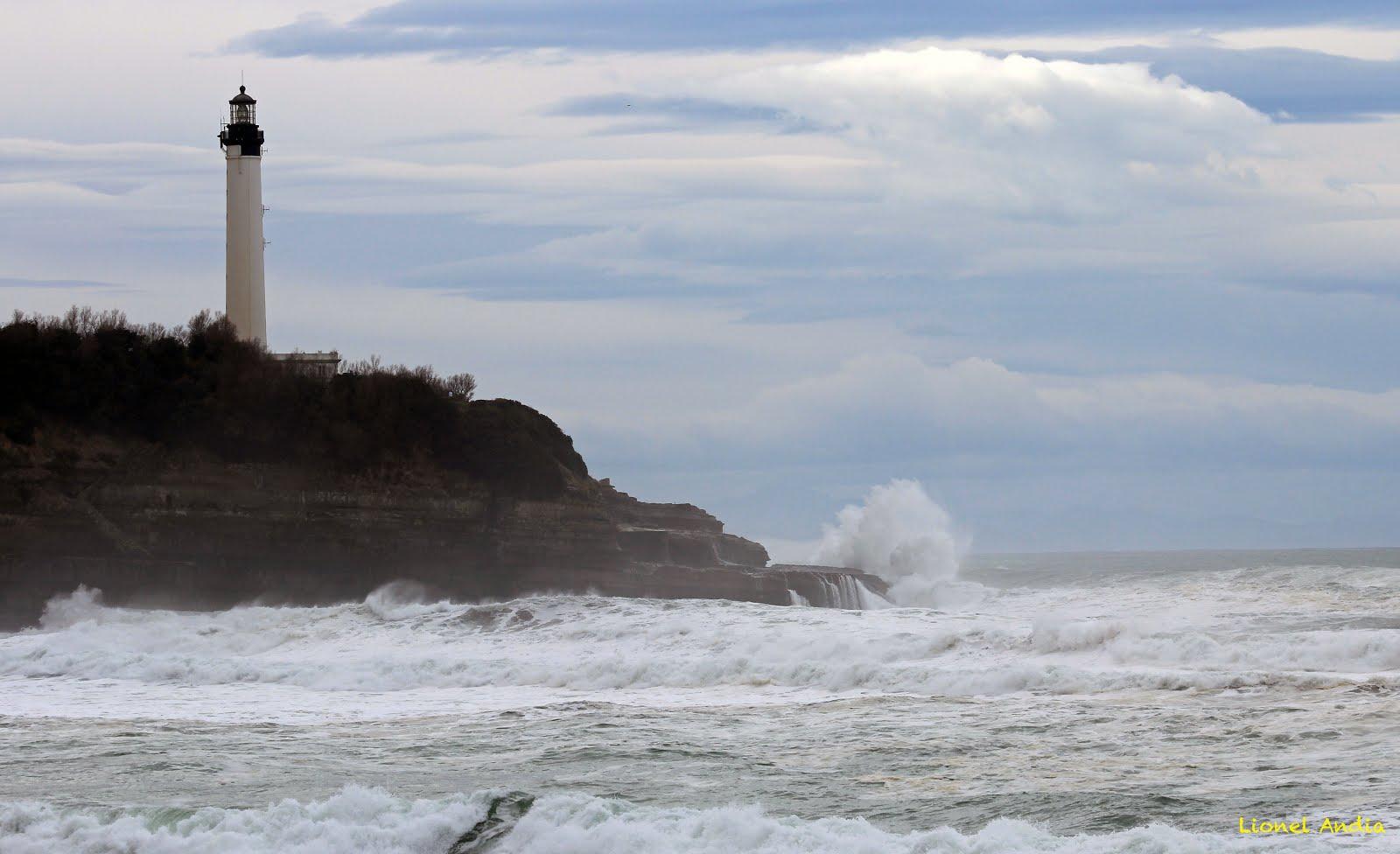 Pays basque aujourd 39 hui le phare de biarritz - Phare de biarritz ...