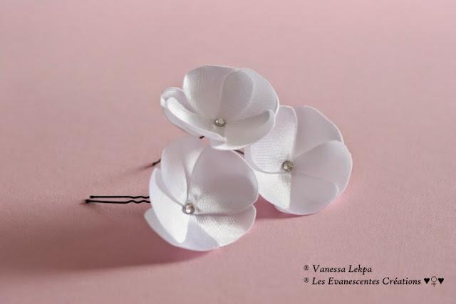 petits pics à chignons pour coiffure de mariée en fleur de satin blanc et cristal swarovski Vanessa Lekpa