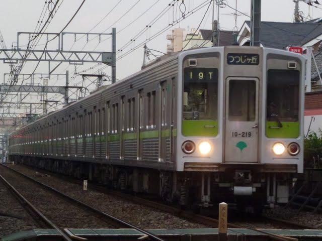 都営新宿線 各停 つつじヶ丘行き1 10-000形210F