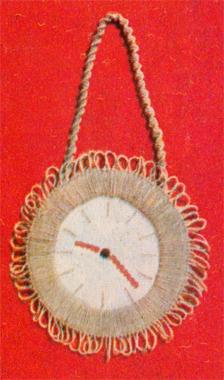 Плетение часов в макраме.