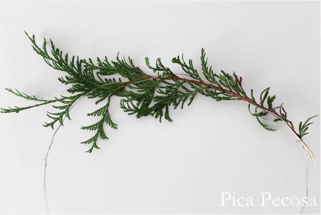 tutorial-corona-navidad-ramas-lazo-hilo-estrella-tela-diy
