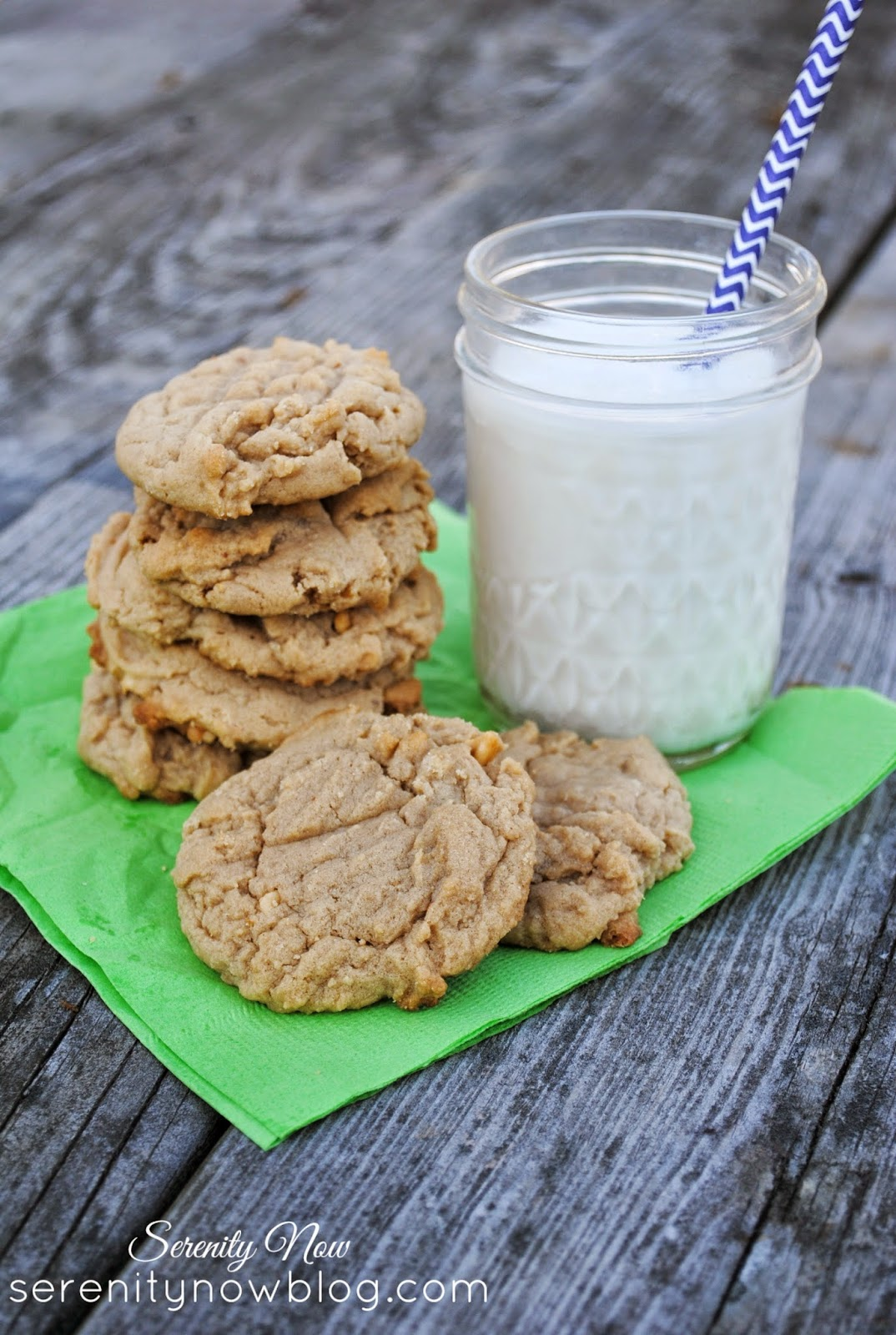 Easy Soft Peanut Butter Cookies--add a dark chocolate Hershey kiss for a kick! from Serenity Now #recipe #peanutbutter #cookie