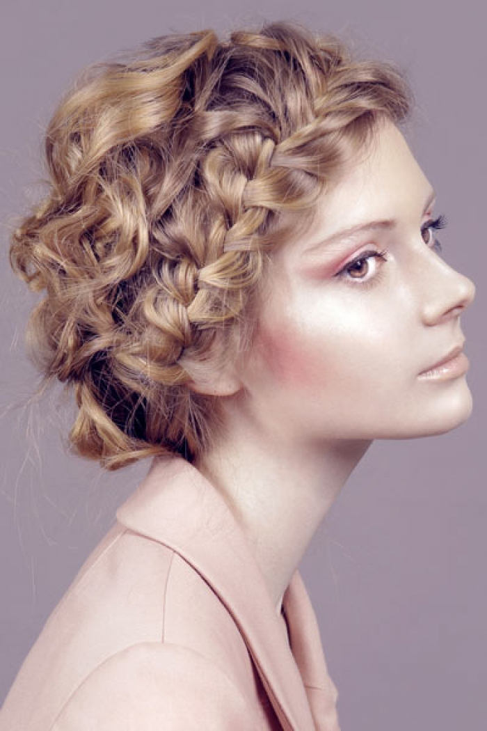 LAYERED HAIRSTYLES: GREAT AND BEAUTIFUL: CRWON BRAID HAIRSTYLES BEST FORMALLY AND CASUALLY