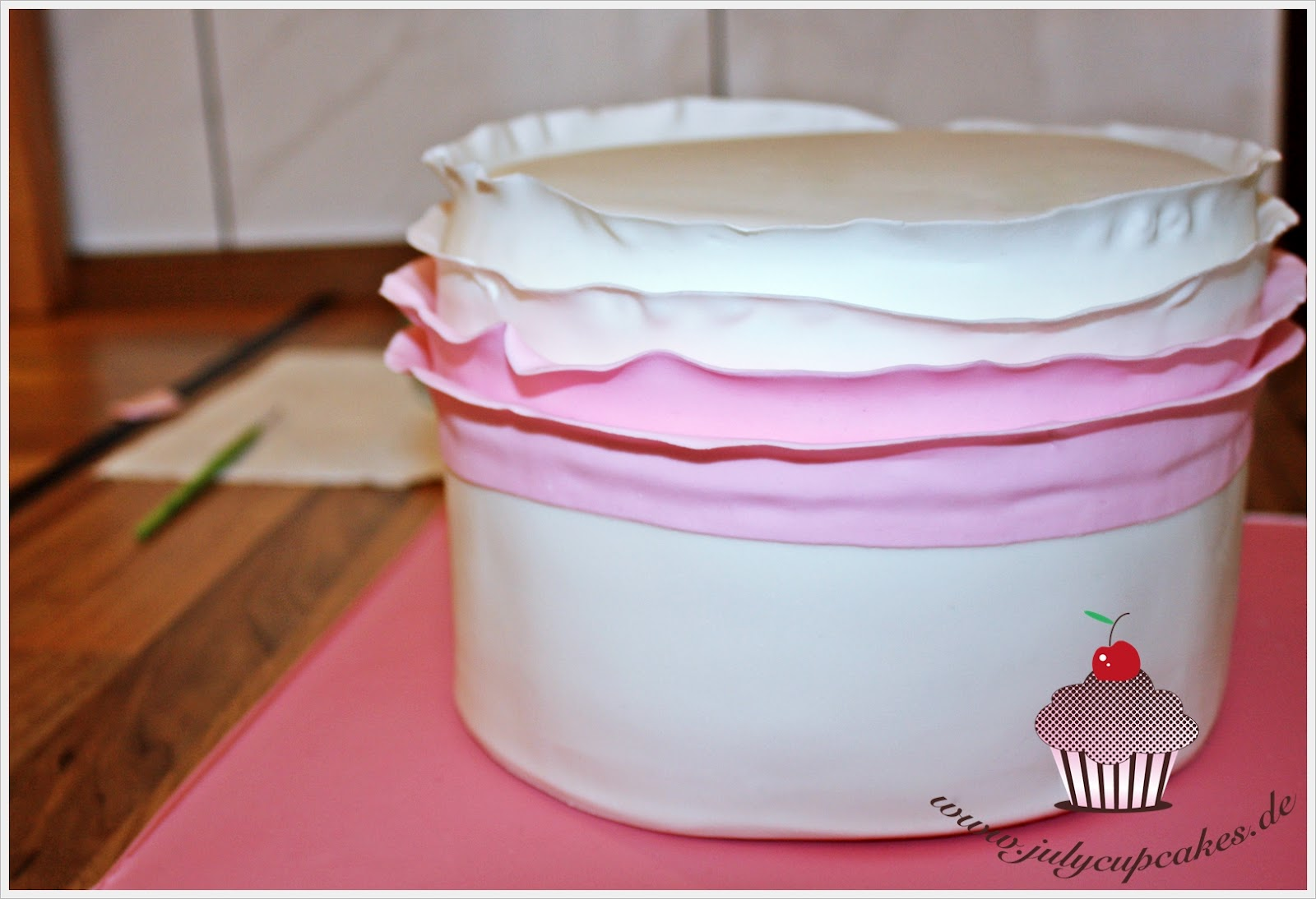 Как сделать рюшу из мастики на торт 858