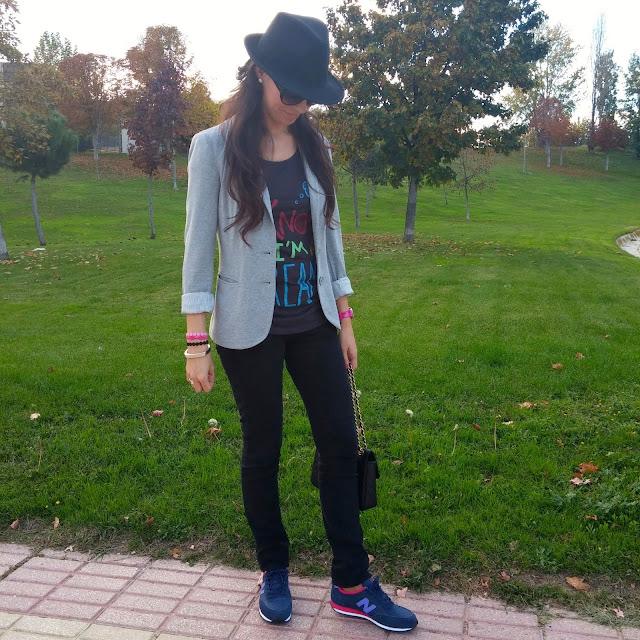 LaCaprichossa-Look casual con New Balance 410, pulseras cruciani, joyas yanes young