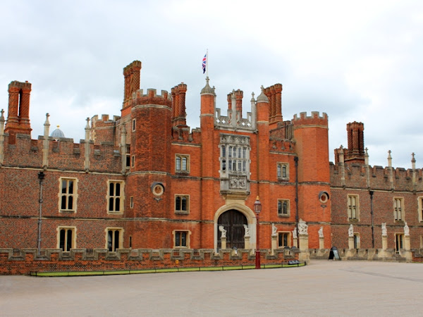 Historic Royal Palace: Hampton Court Palace