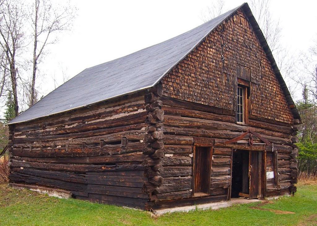 Membangun Bunkhouse Sederhana untuk Pekerja