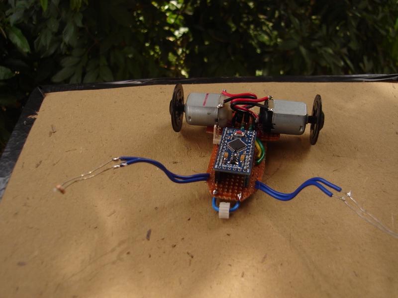 Robotech maker arduino light seeking robot