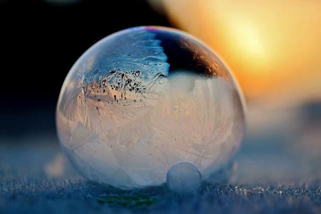 Esto es lo que sucede cuando soplas burbujas de jabón en una helada