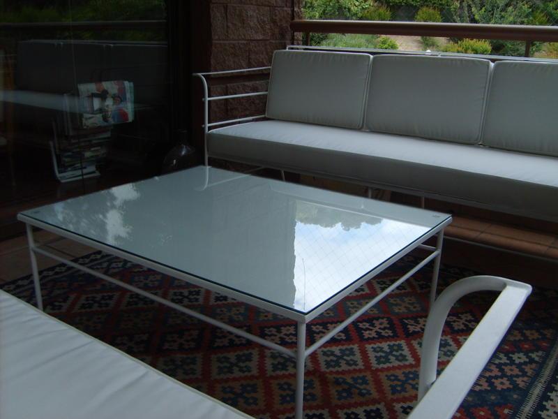Muebles andrea schoennenbeck living de terraza con mesa for Muebles para terrazas cubiertas