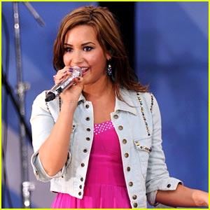 Demi Lovato Concerts 2011 on Demi Lovato 2011 Tour Jpg