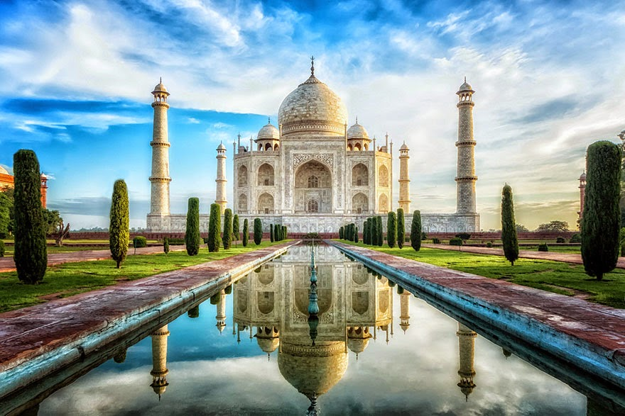 16 Of Your Favorite Landmarks Photographed WITH Their True Surroundings! - Taj Mahal, Agra, India