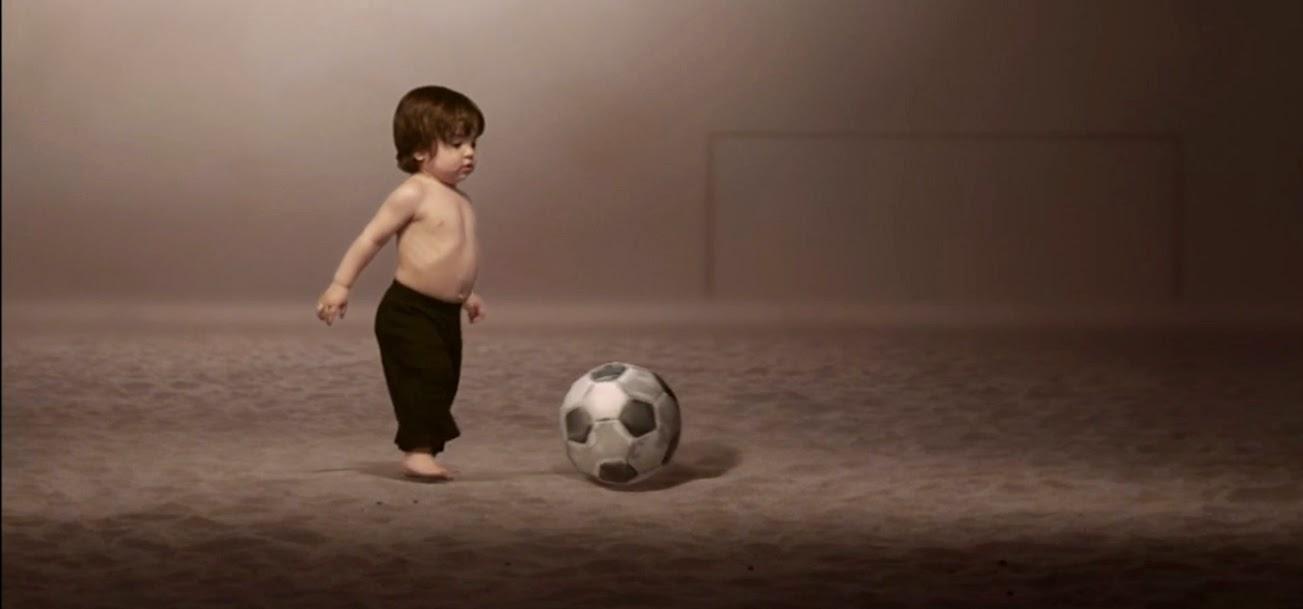 Milan toca a bola no clipe da mamãe Shakira - Blog Mineira sem Freio