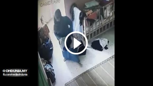 Wanita Berkacamata dan Berbaju Kurung Biru Mencuri di Taska