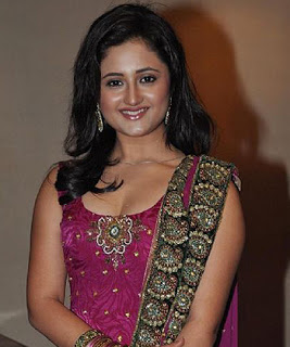 Foto Rashmi Desai sebagai Tapasya Raghuvendra Pratap Rathroe