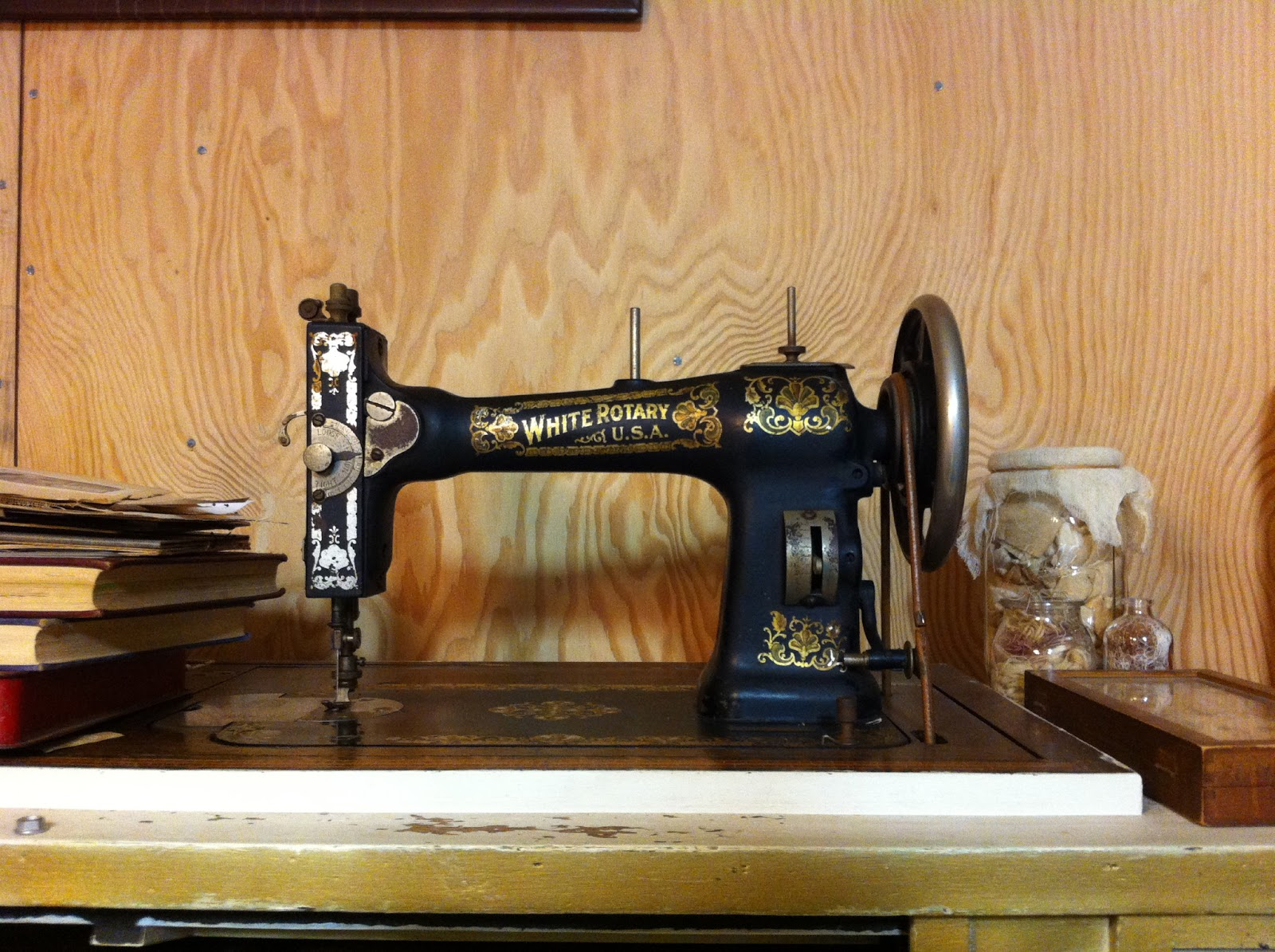 jody alexander - how to uphoster a sewing machine