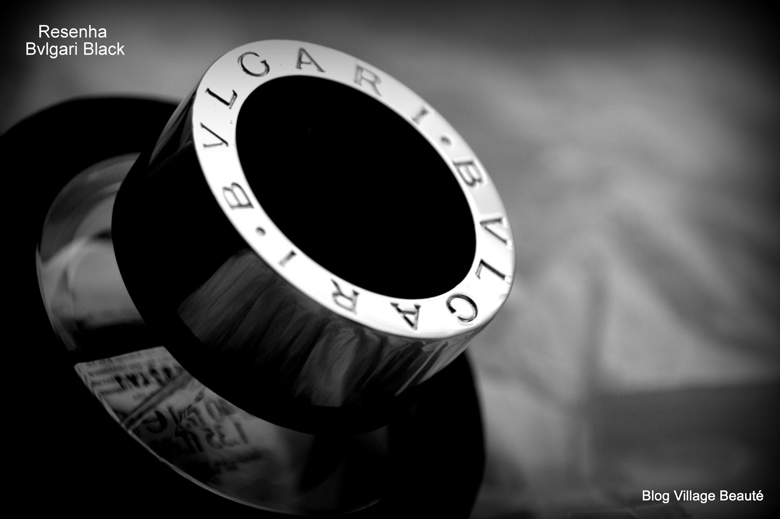DETALHE FRASCO RESENHA DE PERFUME BVLGARI BLACK