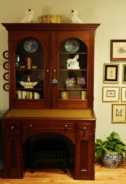 staging a secretary via homeologymodernvintage.com