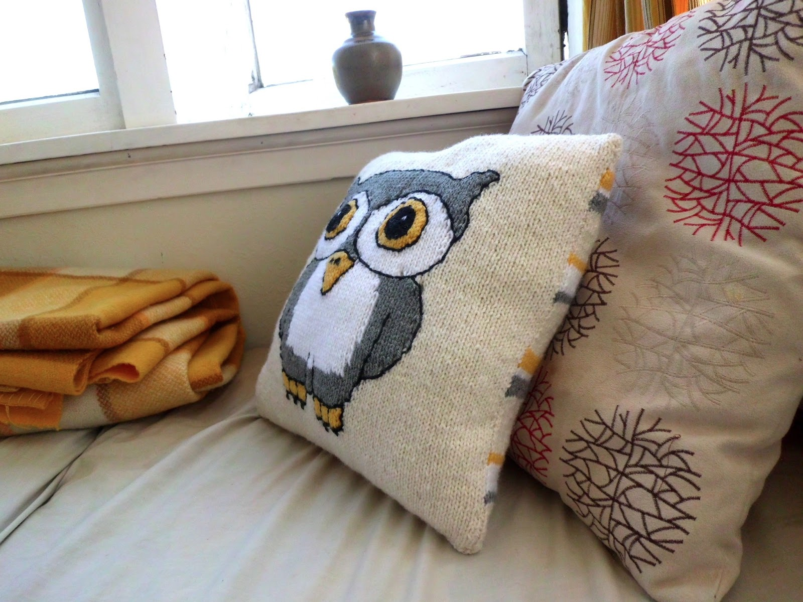 Shannons Crafts and other stuff: Knitted Owl Cushion Cover