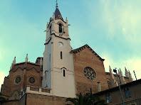 Campanar, absis i façana de migdia de l'església de Sant Martí